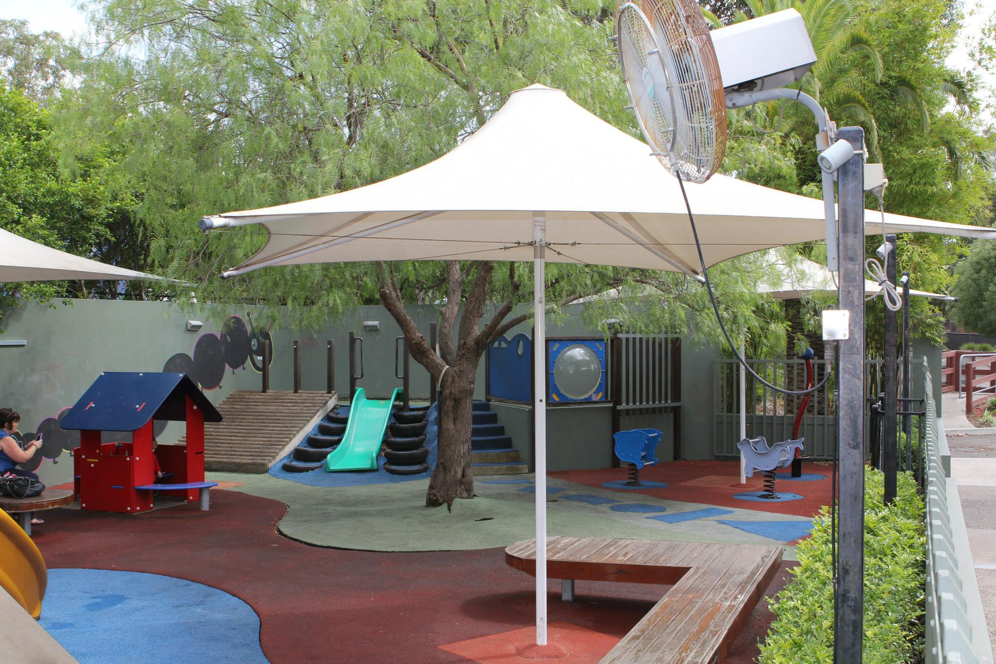 Pubs clubs and restaurants with a playground in or near the Hills
